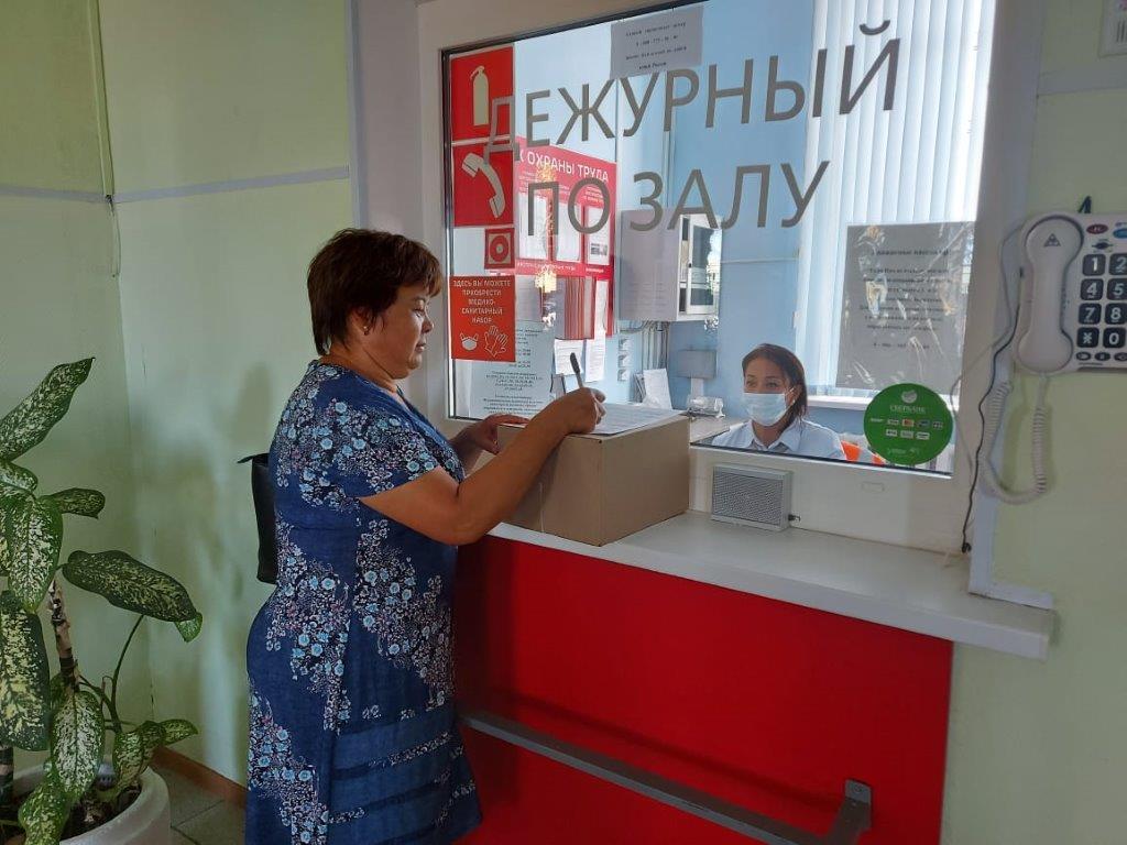 Отправка писем и посылок с железнодорожного вокзала в Астрахани.