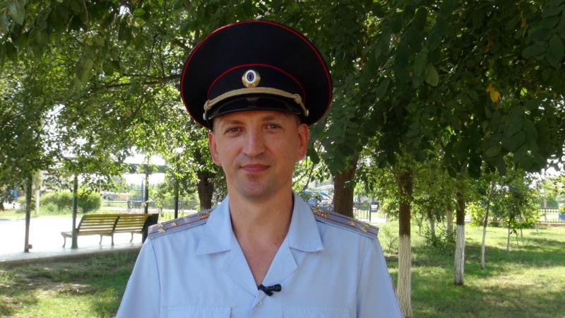 полицейский спас ребенка. Пожар в общежитии в п. Красные Баррикады 3 Астраханский полицейский спас ребенка: девочка чуть не погибла в огне