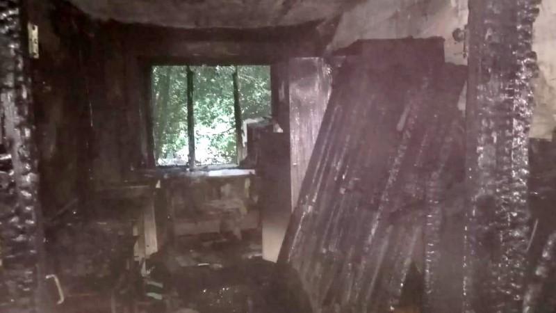 полицейский спас ребенка. Пожар в общежитии в п. Красные Баррикады 4 Астраханский полицейский спас ребенка: девочка чуть не погибла в огне
