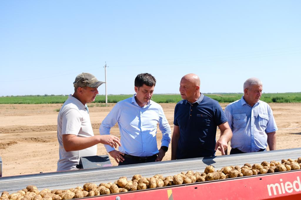 Депутат Думы Астраханской области Ринат Аюпов посетил Енотаевский район