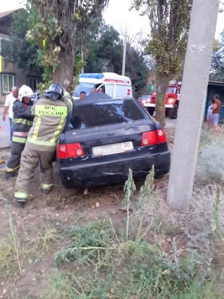 в г. Ахтубинске 3 Под Астраханью погиб водитель влетевшего в дерево автомобиля