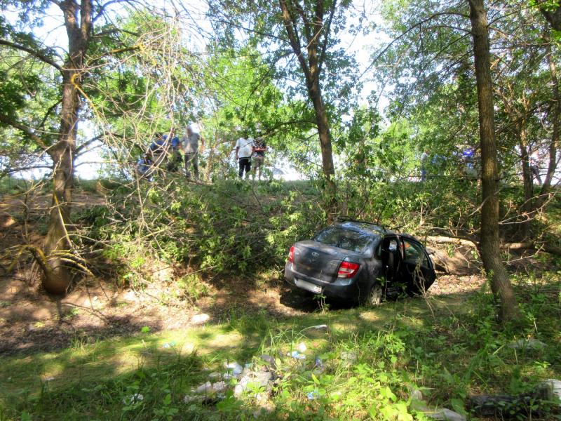 перевертыш 2 Под Астраханью погибла автоледи влетевшей в дерево легковушки