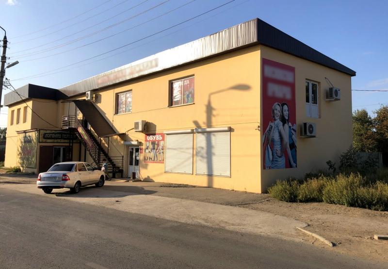 2 Банда торговцев из Астрахани сбывала контрафакт в 7 магазинах