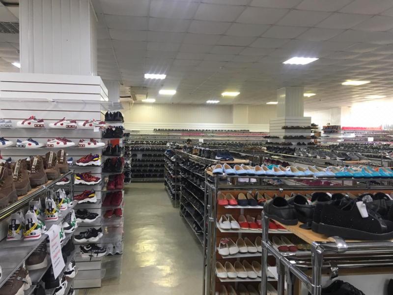 4 Банда торговцев из Астрахани сбывала контрафакт в 7 магазинах