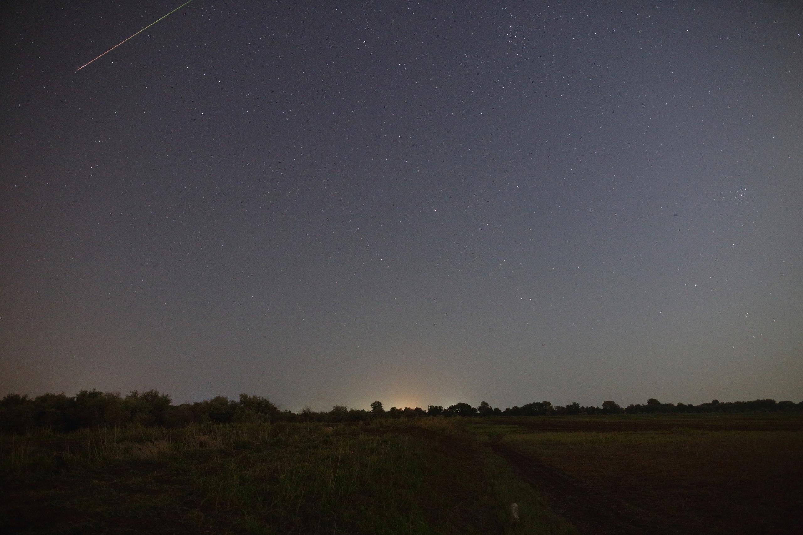 Поток метеоров над Астраханью.