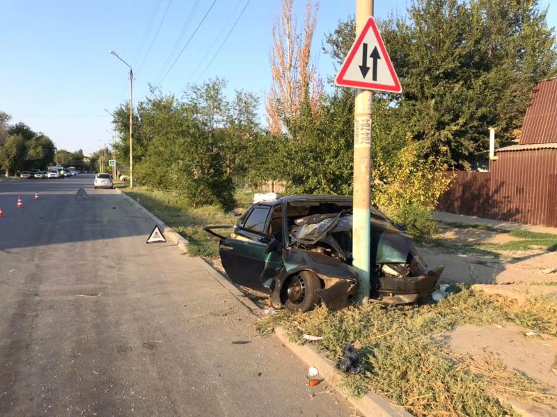 В Астрахани погибла пассажирка влетевшей в опору ЛЭП «Лады»