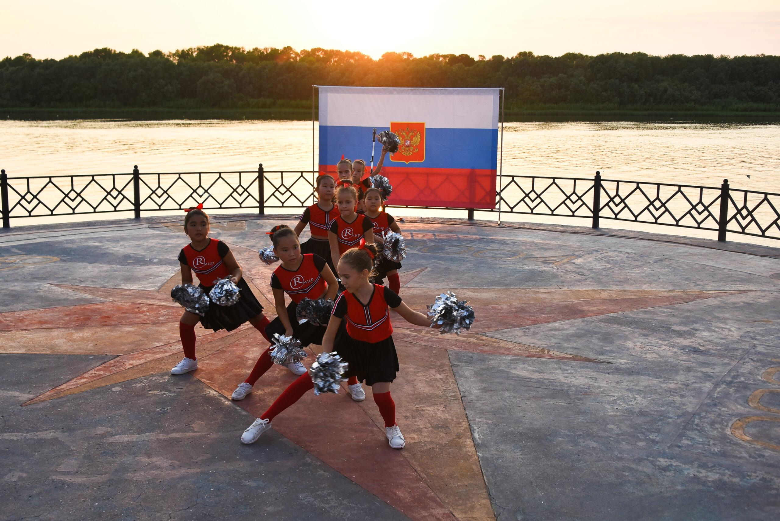 DAD 4251 scaled Как в Астраханской области отметили День российского флага