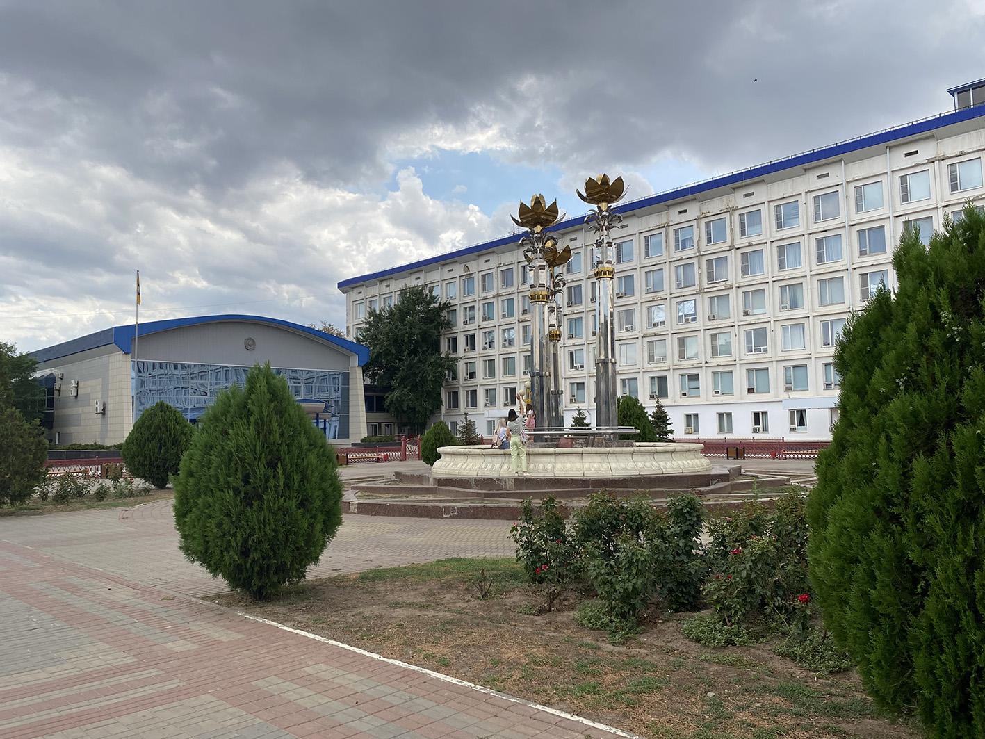 IMG 2604 «Разруха и безнадёжность»: как сейчас в Калмыкии выглядит Пагода Семи Дней
