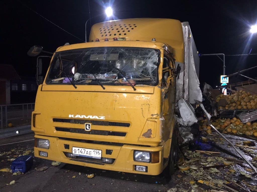 Столкновение с КАМАЗом в Астраханской области