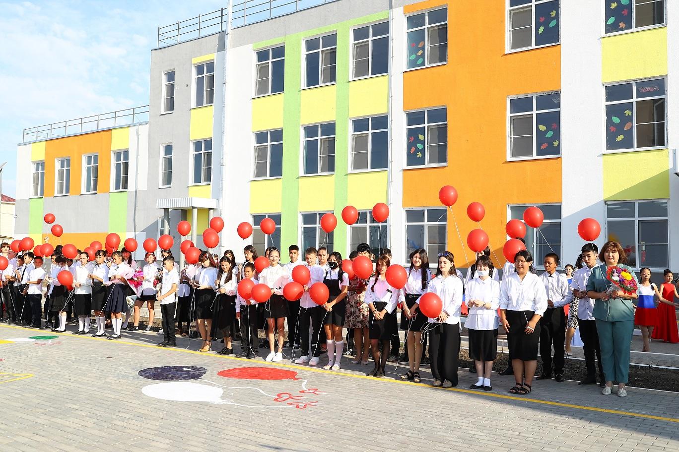 школа в астраханском поселке Мирный 12 В школе астраханского поселка учеников не выпускали из класса из-за толчеи в коридоре