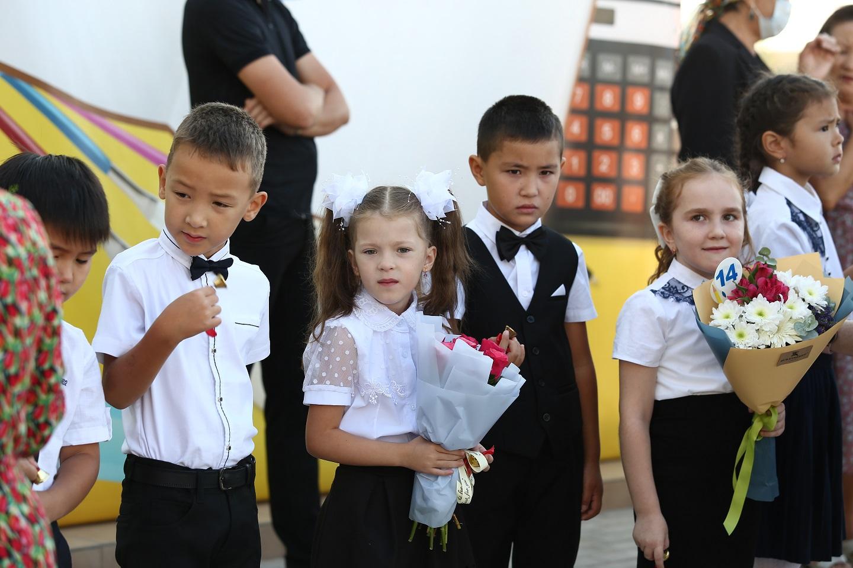школа в астраханском поселке Мирный 17 В школе астраханского поселка учеников не выпускали из класса из-за толчеи в коридоре