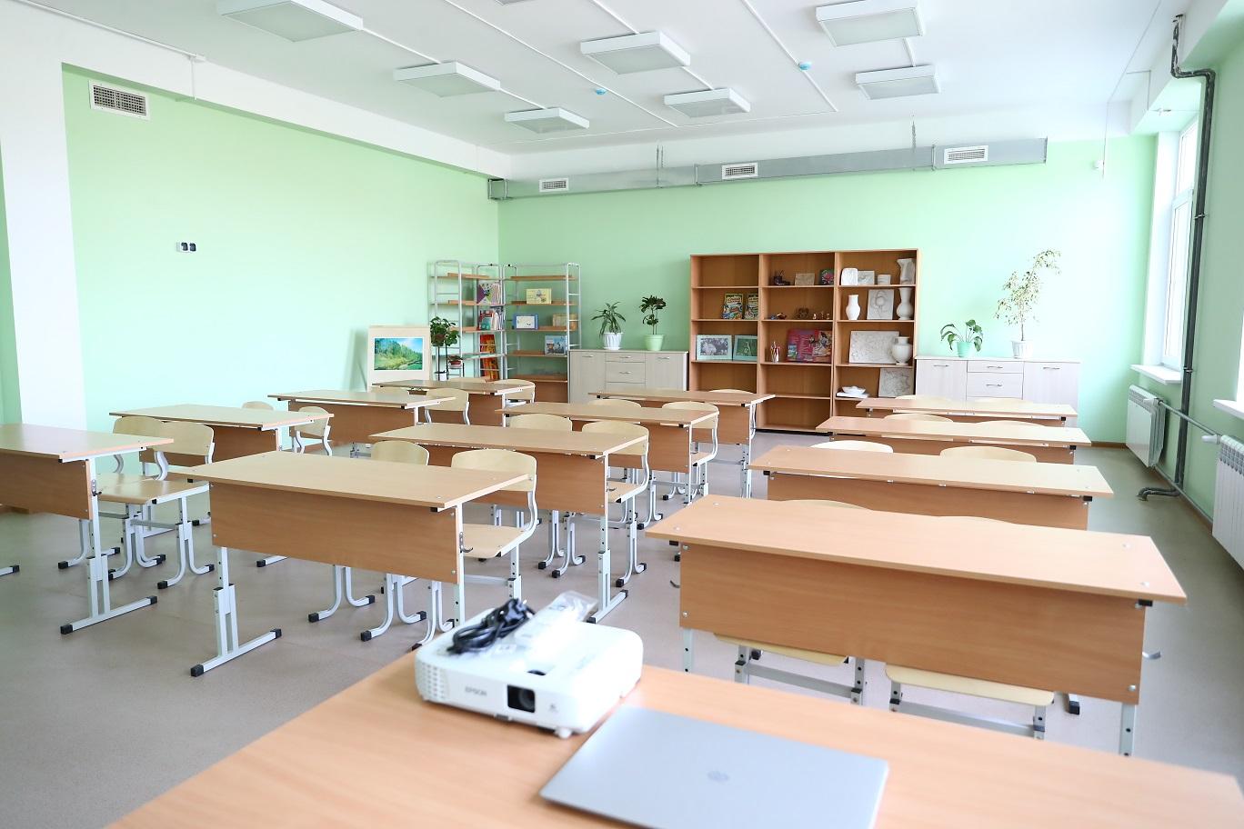школа в астраханском поселке Мирный 3 В школе астраханского поселка учеников не выпускали из класса из-за толчеи в коридоре