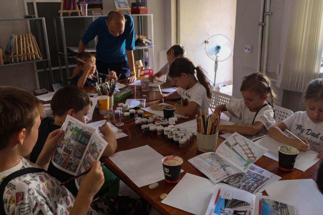 WhatsApp Image 2021 09 02 at 07.49.38 1 На мастер-классе по рисованию юным астраханцам рассказали о правилах безопасного поведения вблизи железной дороги